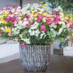 פרחים מלאכותיים של קרת צמחייה מלאכותית