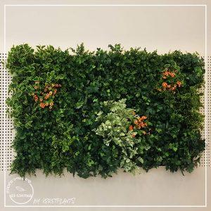 תמונה של קיר ירוק של קרת צמחייה מלאכותית