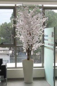 עצים מלאכותיים של חברת קרת צמחייה מלאכותית