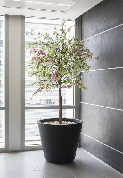 עץ מלבלב מלאכותי לבניין